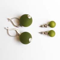 Polarisperlen Stecker Ohrring Olivgrün